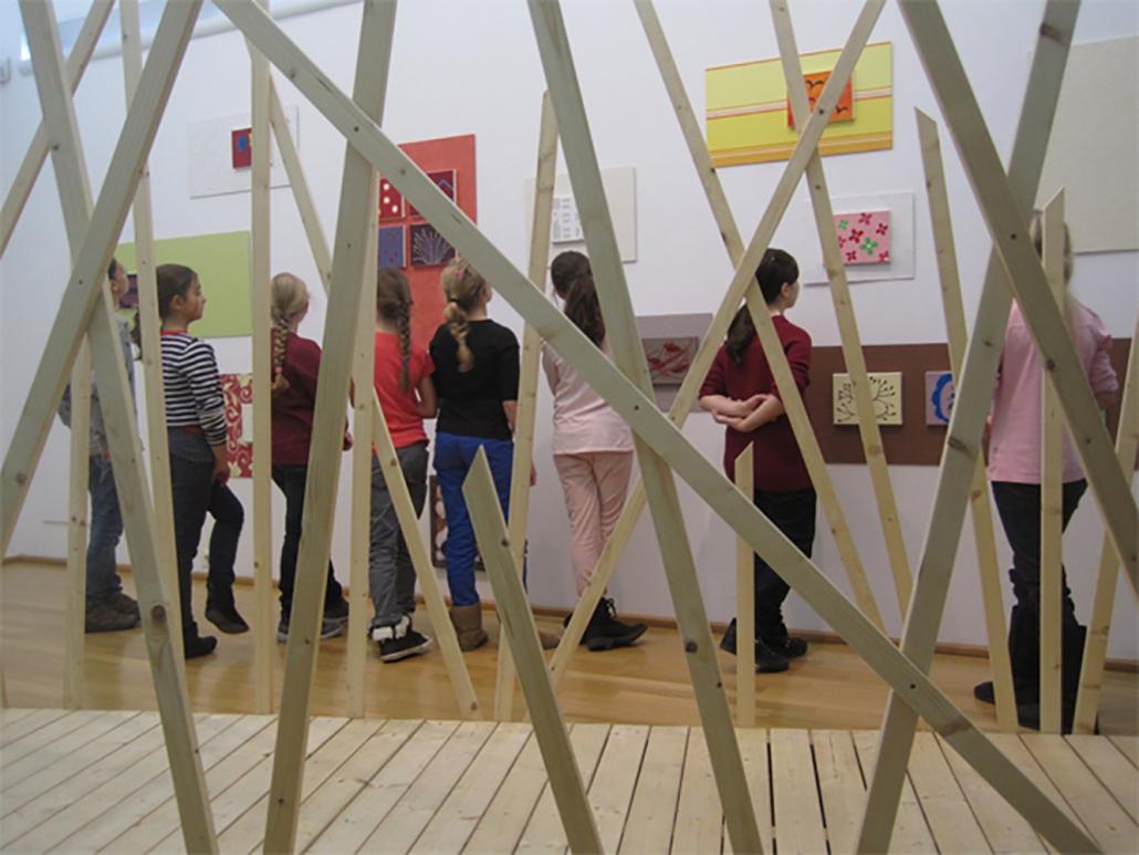 Kunstklasse bei Ausstellung 'Klaus Peter Kirchner'