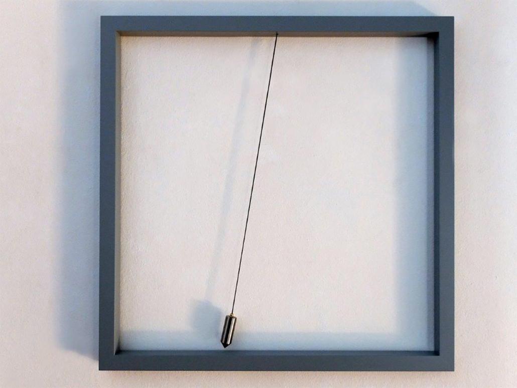 Timm Ulrichs - Aufhebung der Schwerkraft II, 1970/2013 | Lack, Holz, Eisen, Lot, 100 x 100 cm | © VG Bild-Kunst, Bonn 2019