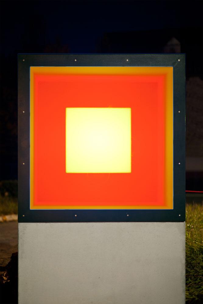 Kunstmuseum Ahlen | Adam Barker-Mill 2019 | Colour-Cube-Lichtinstalltion | Außenbereich
