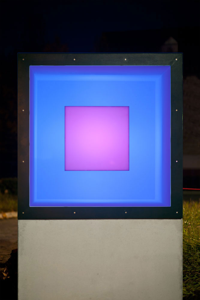 Adam Barker Mill | Colour Cube 2015_19 | LED Lichtinstallation | 2019 | Betongehäuse 216 x 126 x 126 cm cm