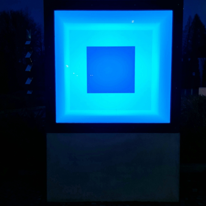 Adam Barker-Mill, Colour Cube, 2019, Lichtinstallation, Loop: 8:05 min, Foto: Rachel Volkmann